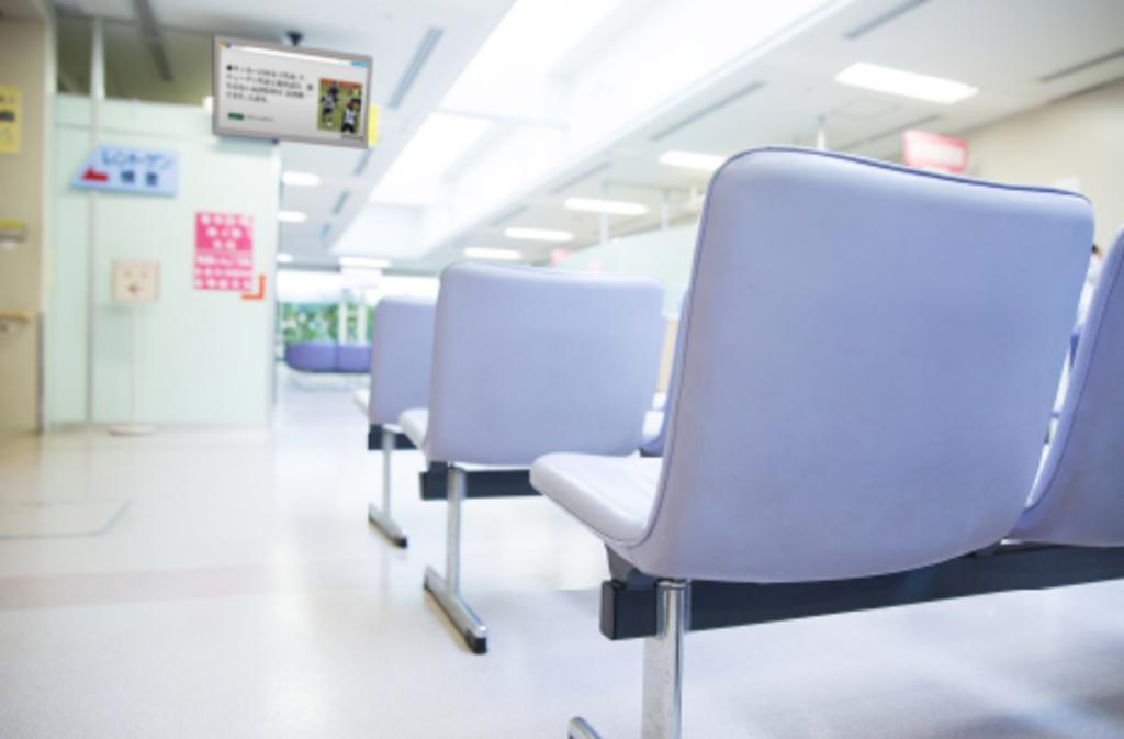 デジタルサイネージ利用例2 病院や銀行の待合室・待合スペースに最新の読売新聞ニュースを表示します