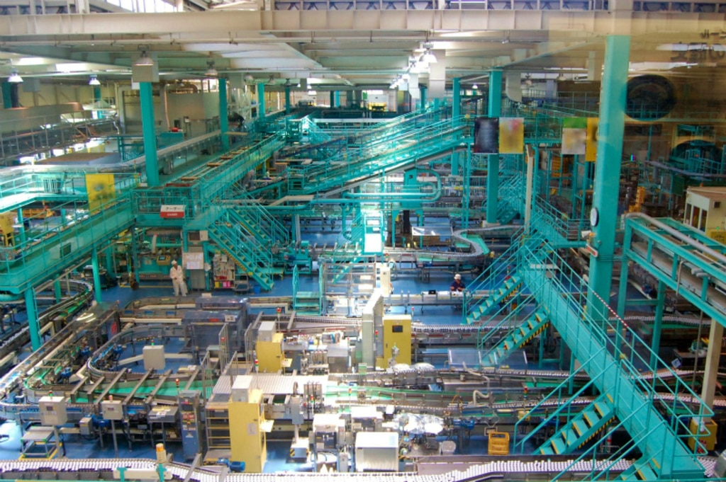 トライポートUPS利用シーン(工場)