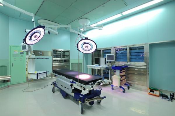 手術室・無影灯