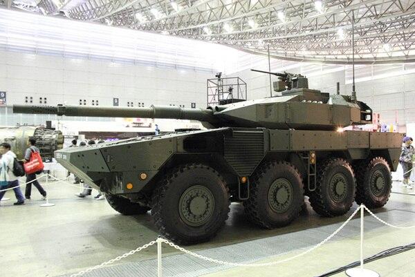 陸上自衛隊の機動戦闘車の実物が展示されていた。全長約8.5m、重さは約26トン。時速100kmで走行できるという