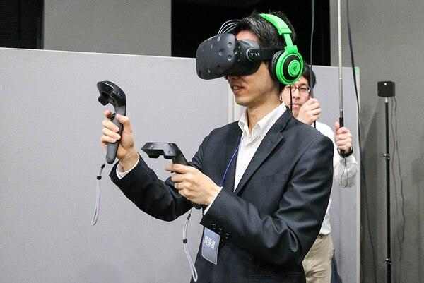 Viveはプレイヤーがいる空間を認識しているので、プレイヤーが歩いたりしゃがんだりすると、画面もそれに合わせてしっかりとついてくる