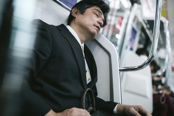 強烈な眠気は片頭痛の前触れ