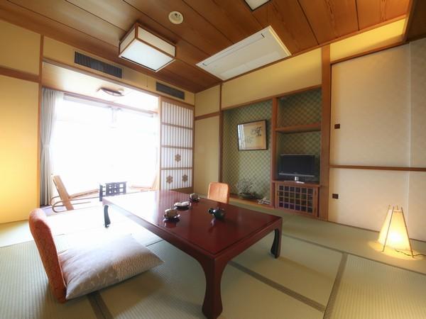 富士野屋夕亭 本館・標準和室のプランのお部屋の一例。広々とした清潔な和室です。