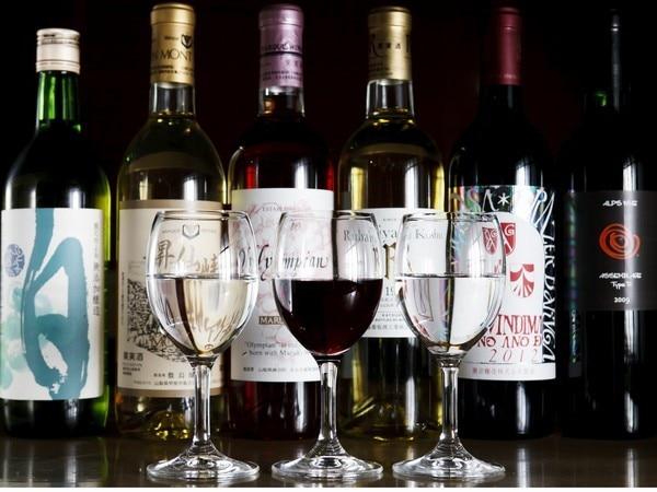 ワインの一例。富士野屋夕亭のワインの品揃えは抜群。