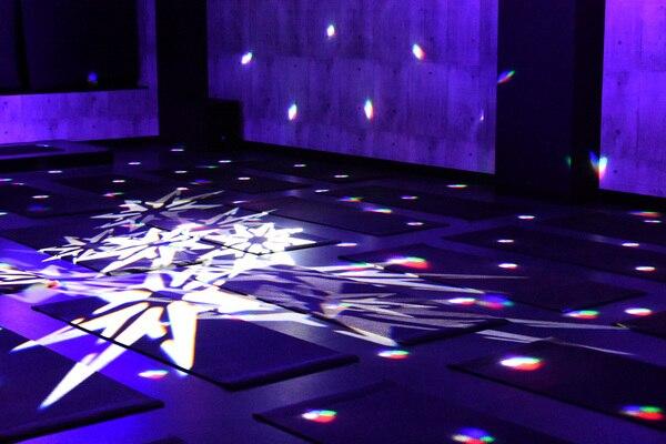「VIVANA(ヴィヴァーナ)」池袋店内スタジオの、照明演出