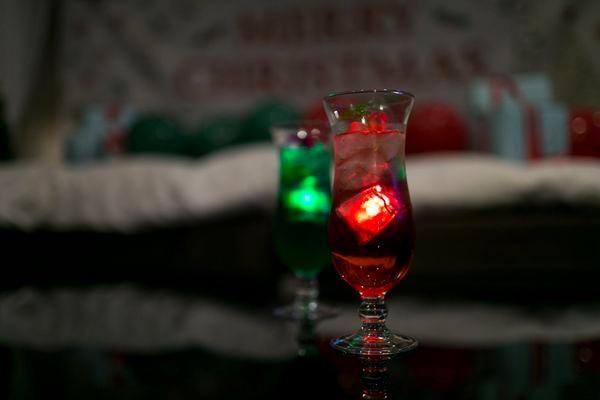 バリアンクリスマス女子会の、クリスマスカラーのカクテル