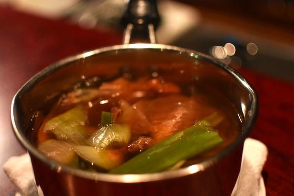 鍋で作ったベジブロス