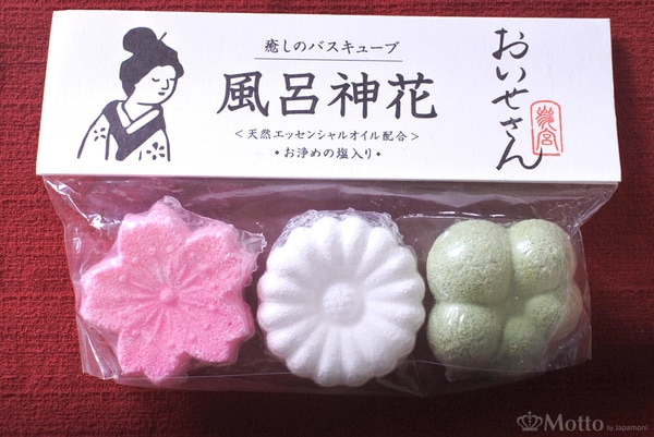 日本の伝統和菓子「落雁(らくがん)」のような見た目のバスキューブ「風呂神花」