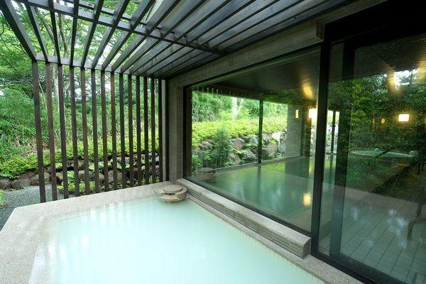 緑が気持ちのいい、非日常が味わえる、箱根ハイランドホテルの露天風呂