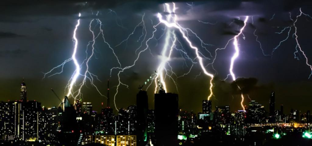 避雷器 - 止められない機器の雷対策、停電対策に