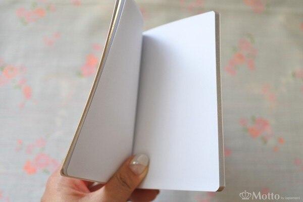 「Rouje(ルージュ)」のノートブックを広げたところ