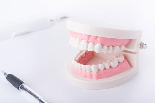 歯の中心を正す適切な治療法は?