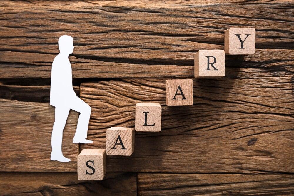 広告制作会社勤務の年収はどのくらい?