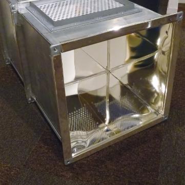 内面が鏡のような筒状の部材「ミラーコートK」