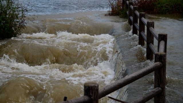 河川の増水・氾濫イメージ